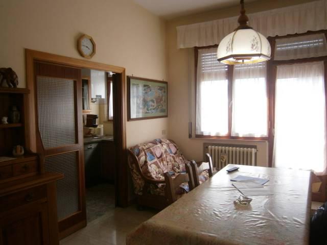 Appartamento in buone condizioni in vendita Rif. 6010431