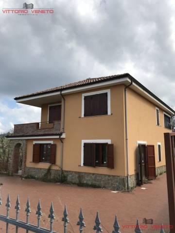 Villa in vendita a Torchiara, 5 locali, prezzo € 460.000 | CambioCasa.it