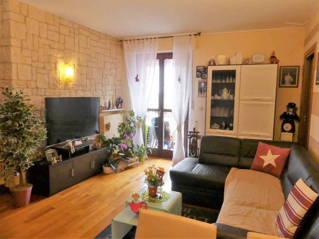 Appartamento in ottime condizioni parzialmente arredato in vendita Rif. 5971182