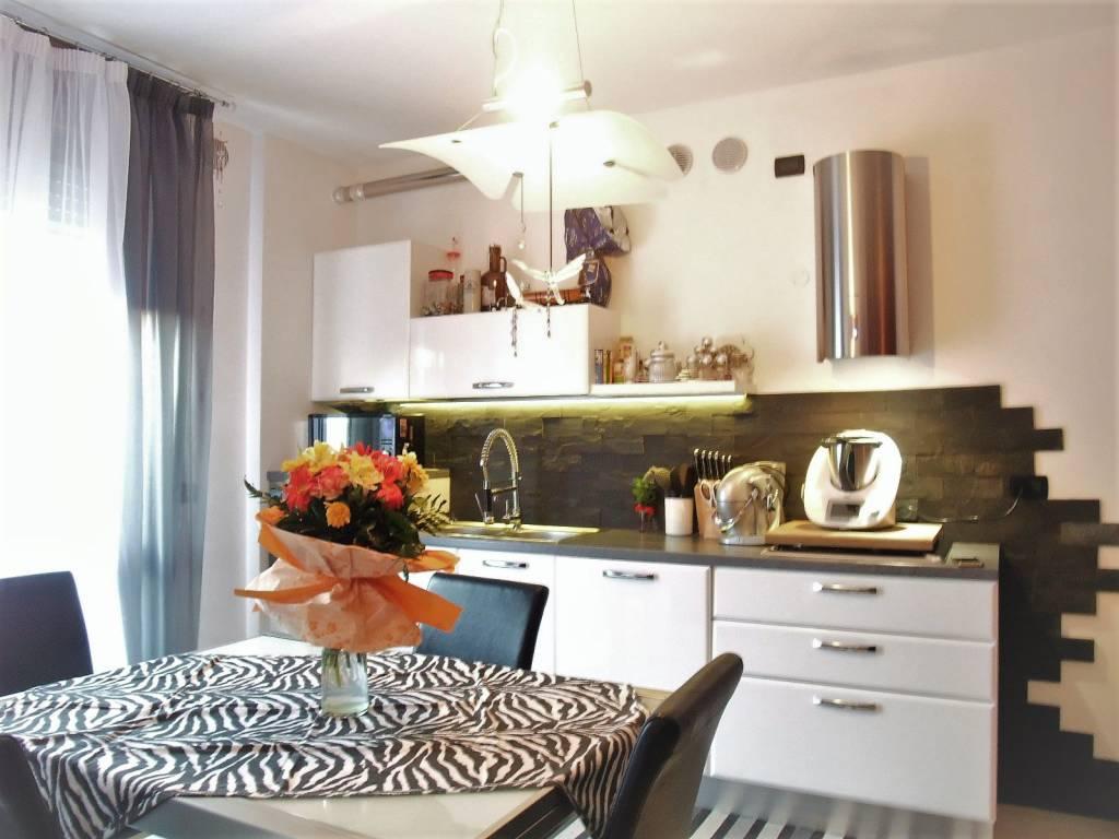 Appartamento in ottime condizioni in vendita Rif. 5821644