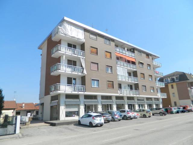Foto 1 di Trilocale viale Europa 42, Castelnuovo Don Bosco