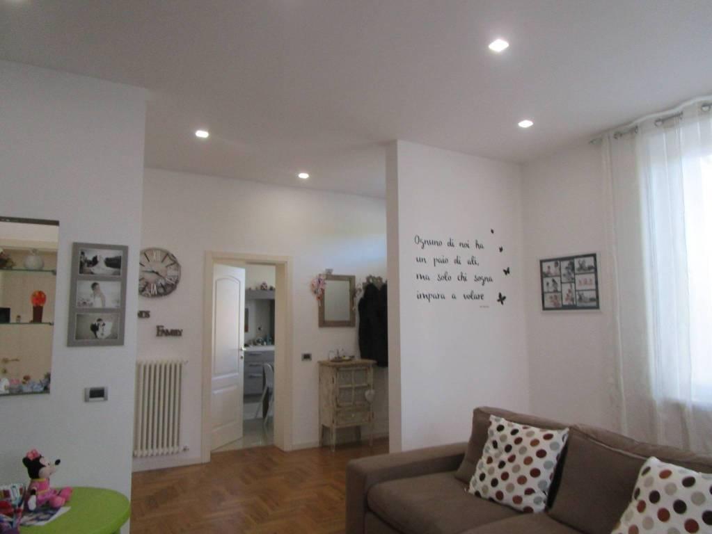 Appartamento in ottime condizioni in vendita Rif. 9149902
