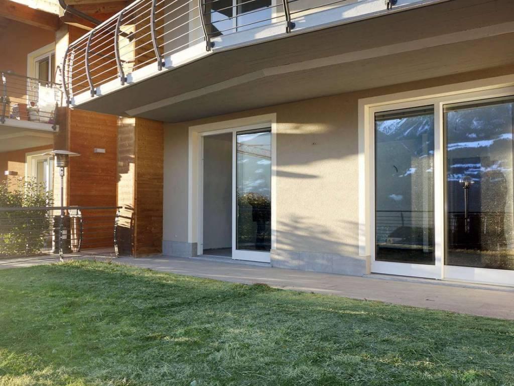 Saint-Christophe, nuovissimo trilocale con porticato, giardino, taverna, cantina e box auto