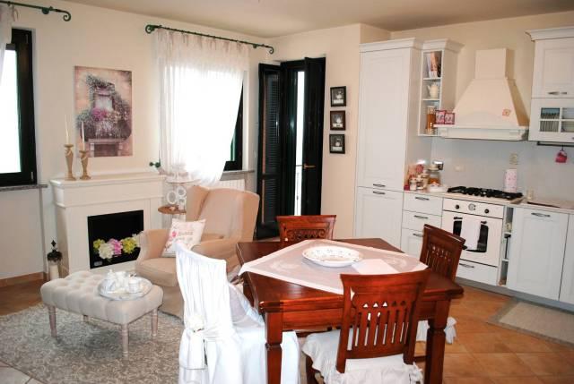 Appartamento in ottime condizioni in vendita Rif. 5962875