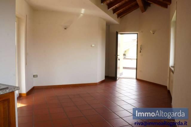 Appartamento in buone condizioni parzialmente arredato in affitto Rif. 6256652