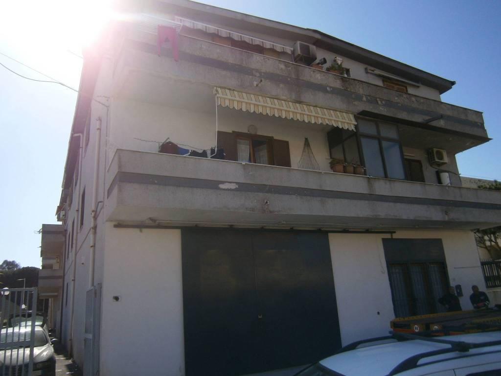 Appartamento in buone condizioni in vendita Rif. 8549668