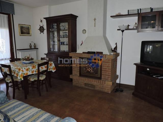 Appartamento in buone condizioni arredato in vendita Rif. 6027092