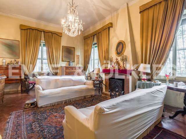 Villa in Vendita a Ciampino: 5 locali, 282 mq