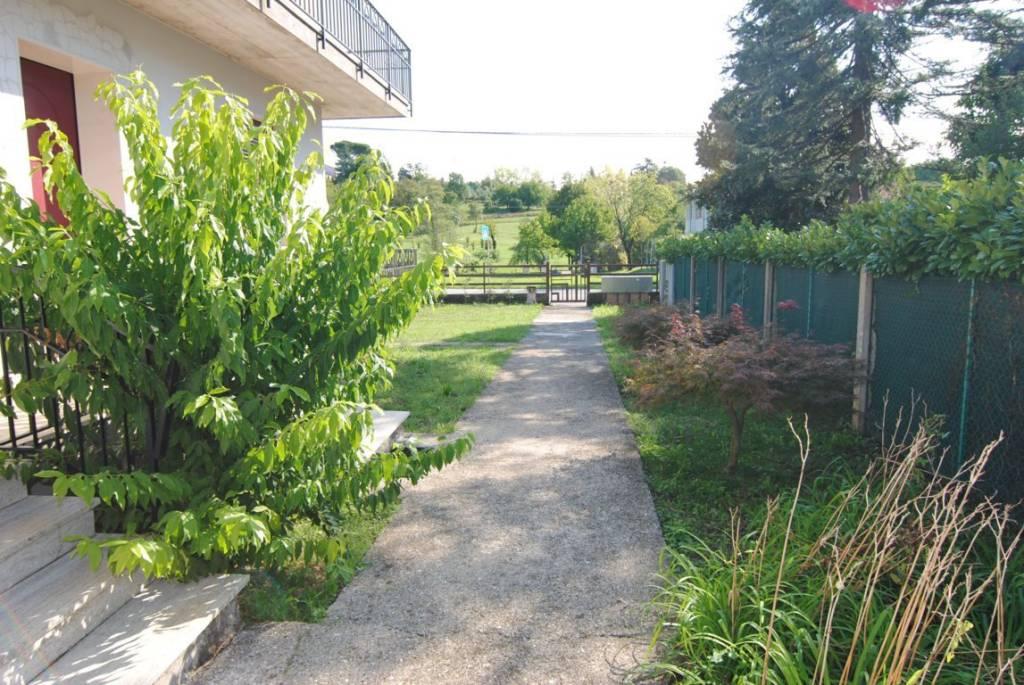 Appartamento in buone condizioni in vendita Rif. 6054008
