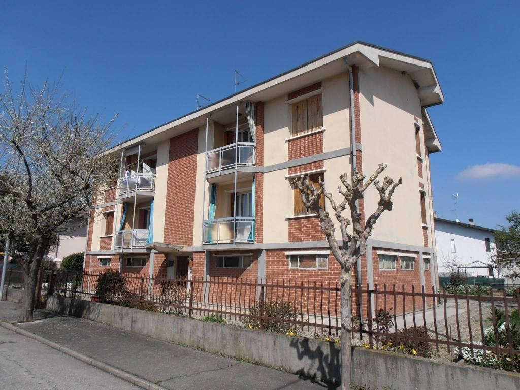 Appartamento in buone condizioni parzialmente arredato in vendita Rif. 6057718