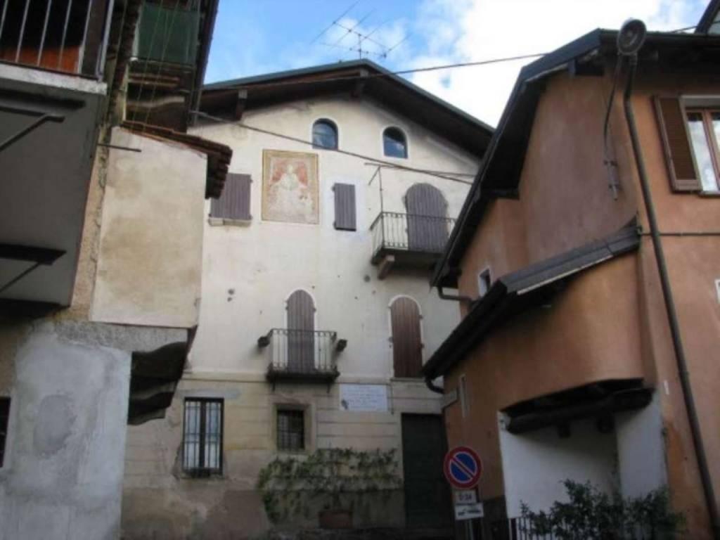Soluzione Indipendente in vendita a Valganna, 5 locali, prezzo € 200.000 | CambioCasa.it