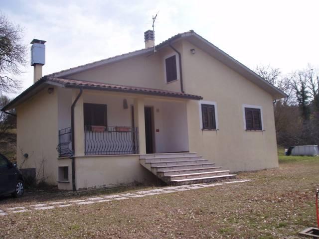 Villa trilocale in vendita a Baschi (TR)