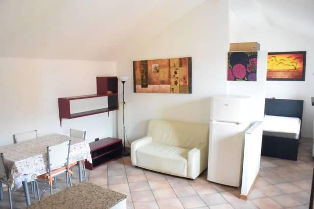 Appartamento in buone condizioni arredato in affitto Rif. 4432285
