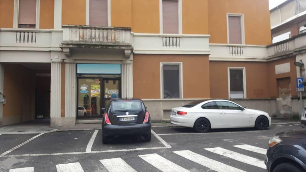 Negozio / Locale in affitto a Castellanza, 2 locali, prezzo € 900 | CambioCasa.it