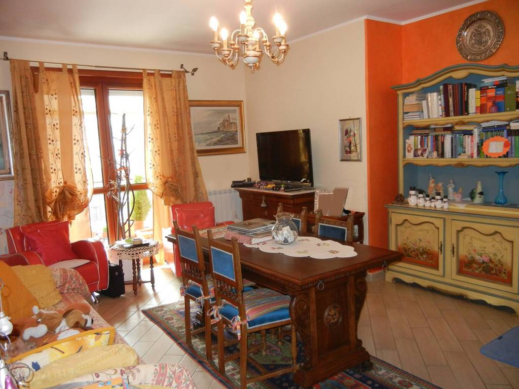 Appartamento in ottime condizioni parzialmente arredato in vendita Rif. 8198897