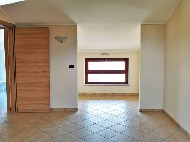 Attico / Mansarda in affitto a Bernezzo, 3 locali, prezzo € 400 | CambioCasa.it