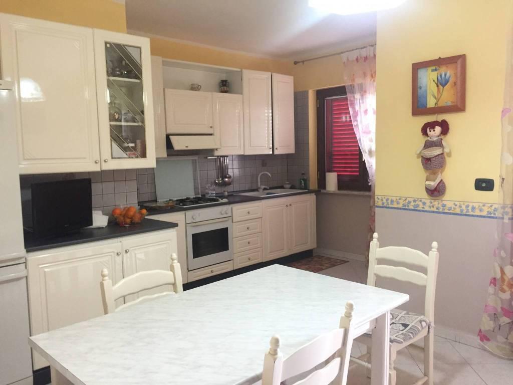 Appartamento in ottime condizioni in vendita Rif. 8325192