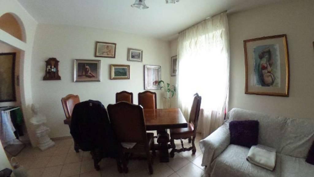 Appartamento in vendita a Cardano al Campo, 3 locali, prezzo € 160.000 | CambioCasa.it