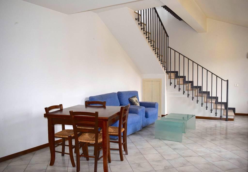 Appartamento in ottime condizioni arredato in affitto Rif. 6073507