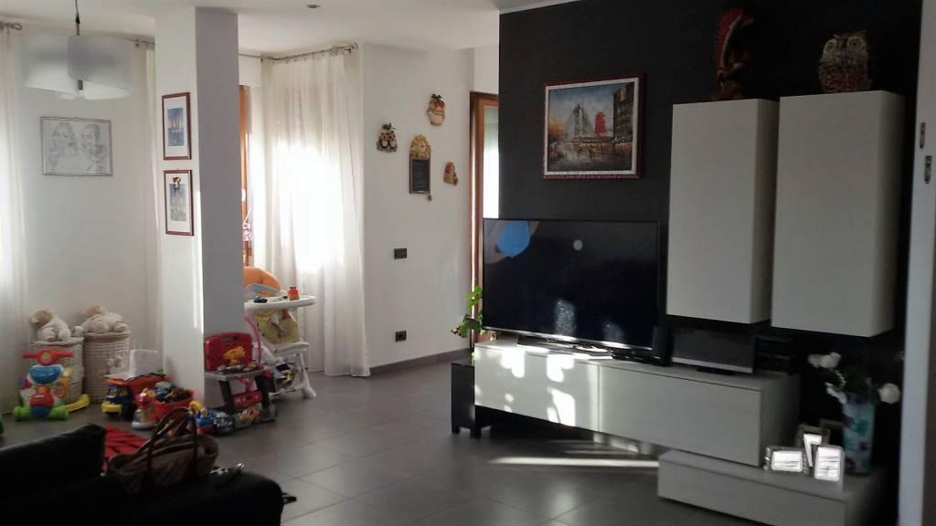 Appartamento in ottime condizioni in vendita Rif. 6067905