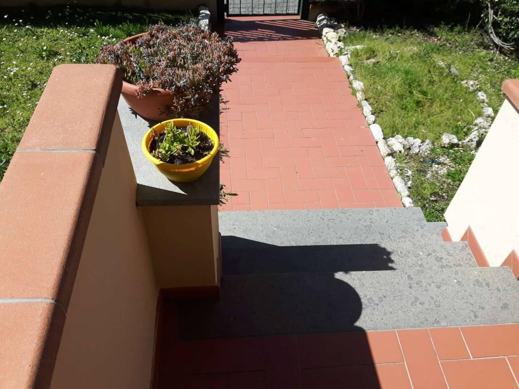 signa-4 vani appartamento in villetta con ingresso ind. con giardino , taverna, garage e posto auto
