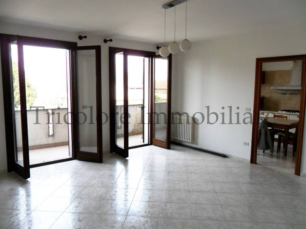 Appartamento in ottime condizioni parzialmente arredato in vendita Rif. 6074285