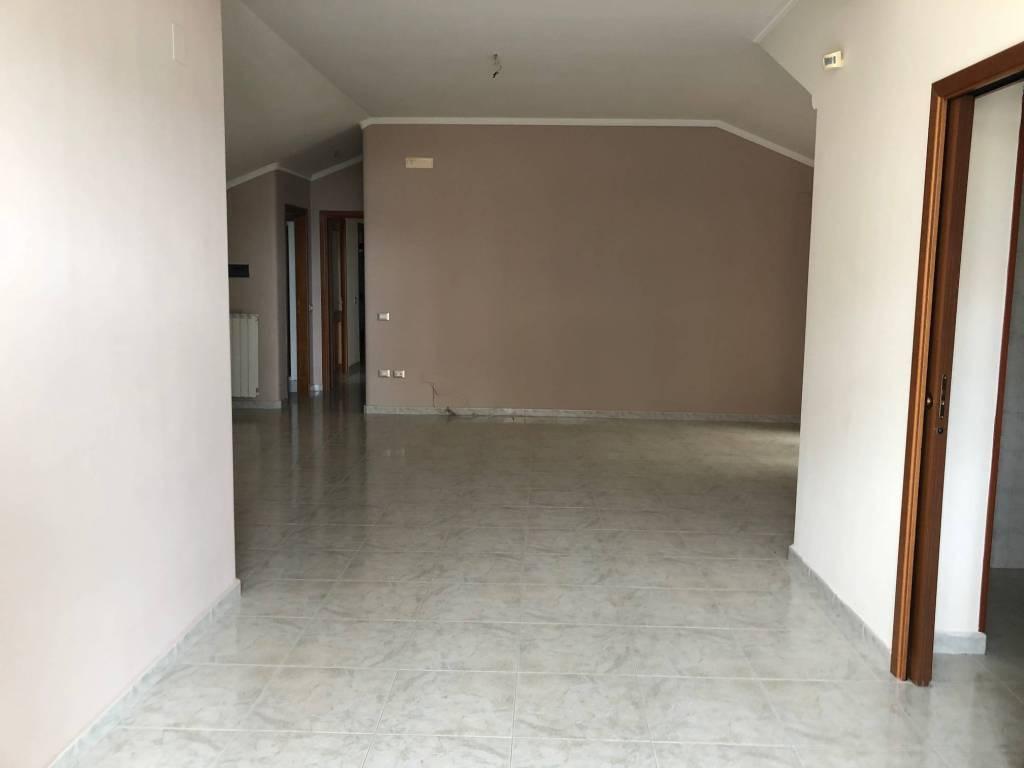 Attico / Mansarda in buone condizioni in affitto Rif. 6101128