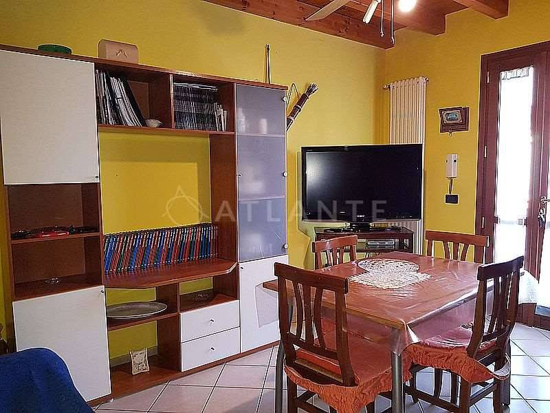 Appartamento in vendita a Roverbella, 2 locali, prezzo € 60.000 | CambioCasa.it