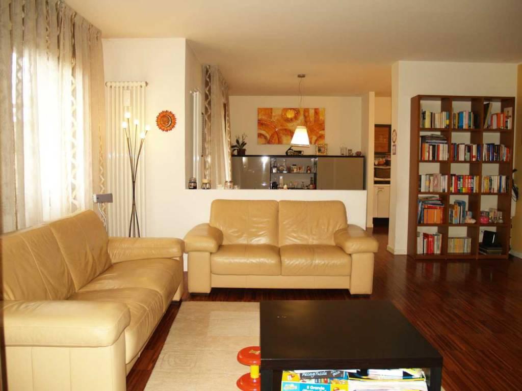 Appartamento in buone condizioni in vendita Rif. 7062231