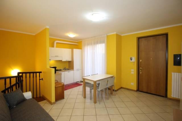Appartamento in ottime condizioni arredato in vendita Rif. 6099054