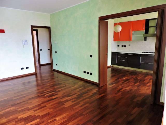 Appartamento in buone condizioni parzialmente arredato in affitto Rif. 6102175