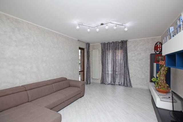 Appartamento in ottime condizioni parzialmente arredato in vendita Rif. 6949221