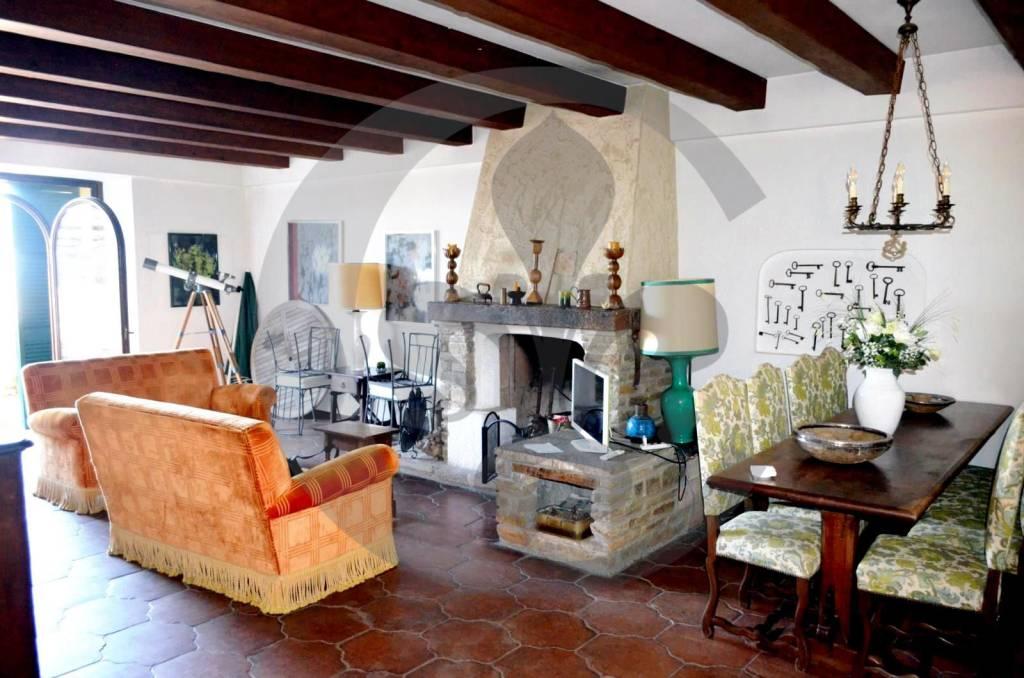Casa Indipendente in buone condizioni parzialmente arredato in vendita Rif. 6097254