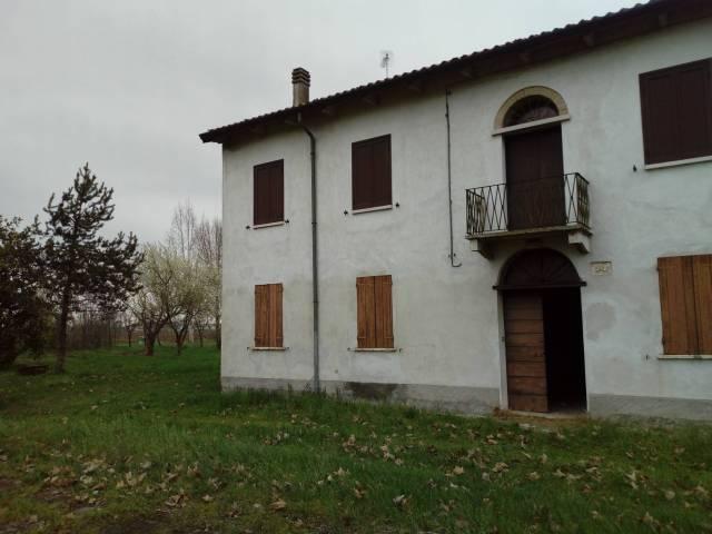 Rustico / Casale in vendita a Castellucchio, 6 locali, Trattative riservate   CambioCasa.it