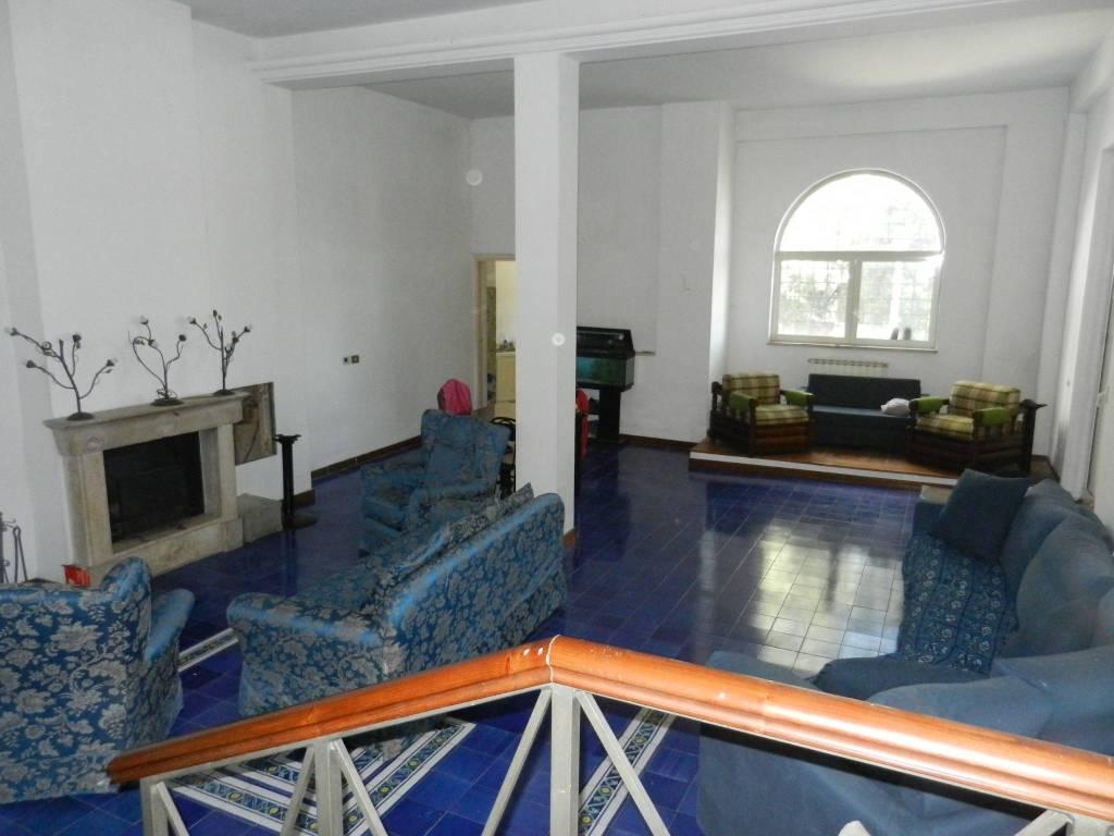 Villa in vendita a Castelnuovo di Porto, 6 locali, prezzo € 590.000 | CambioCasa.it