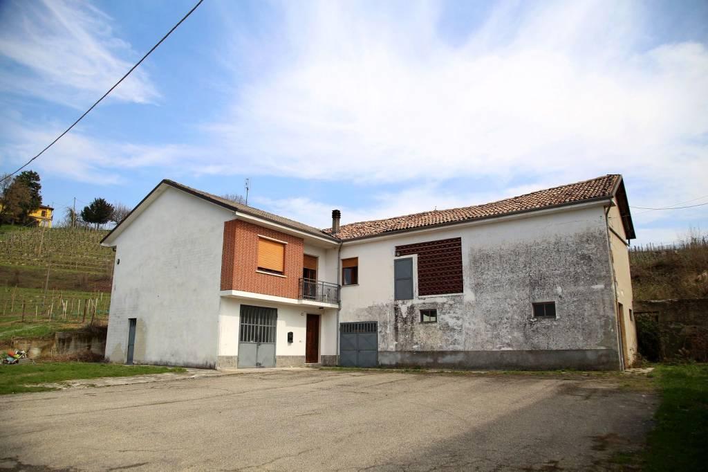 Rustico / Casale in vendita a Canelli, 10 locali, prezzo € 350.000 | PortaleAgenzieImmobiliari.it