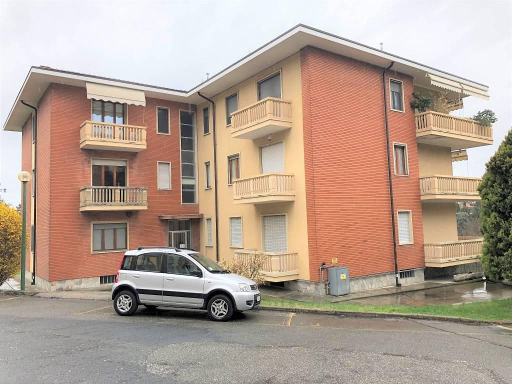 Appartamento in buone condizioni in affitto Rif. 6099531