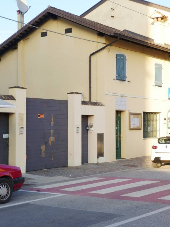 Appartamento in buone condizioni in affitto Rif. 8961146