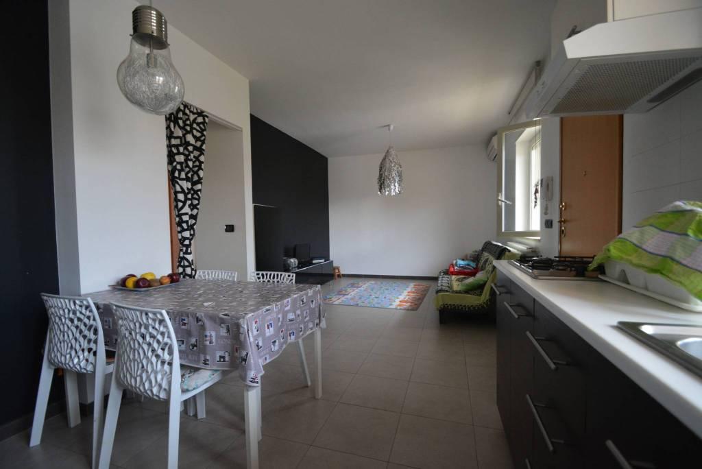 Appartamento in buone condizioni in vendita Rif. 6103751