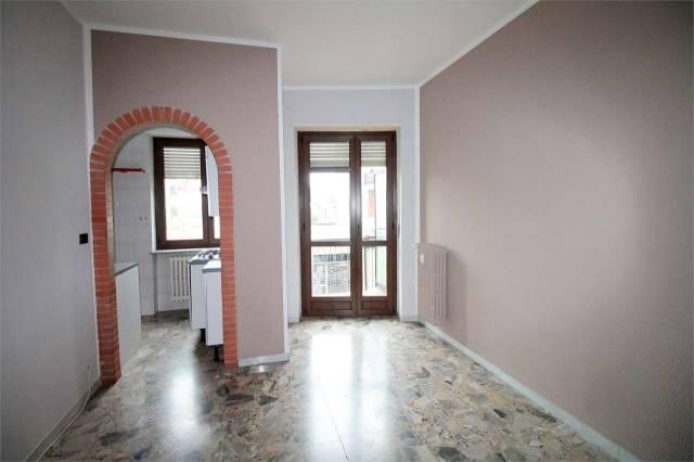 Appartamento in buone condizioni parzialmente arredato in affitto Rif. 6756178
