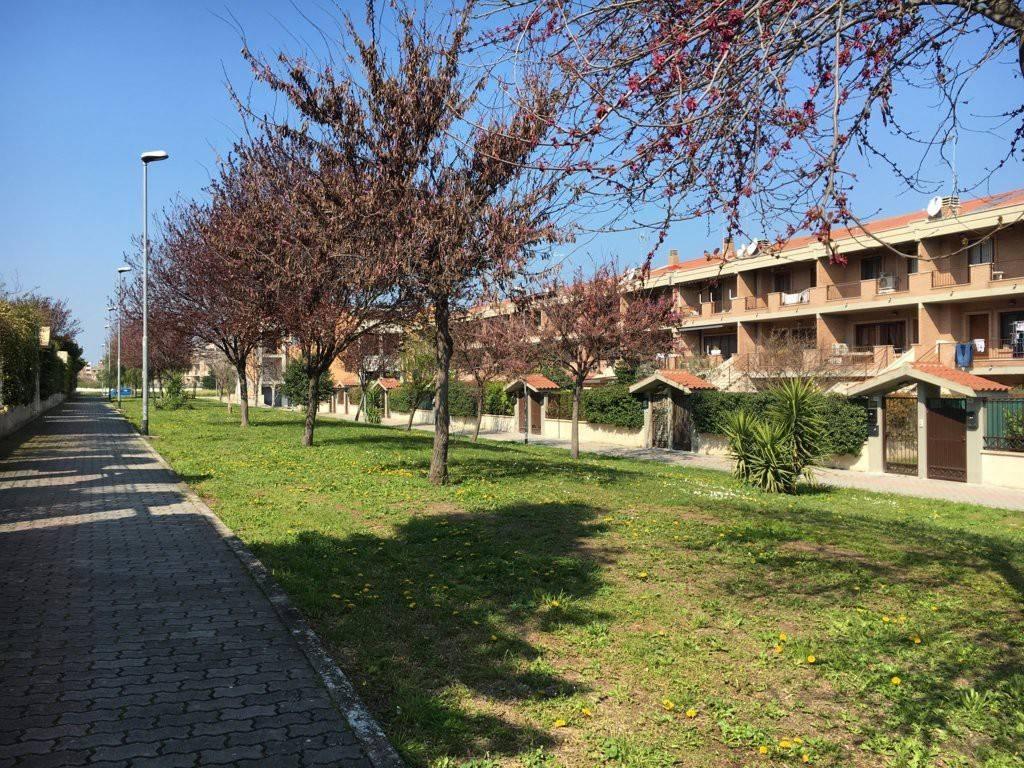 Villetta a schiera in ottime condizioni parzialmente arredato in vendita Rif. 8886883
