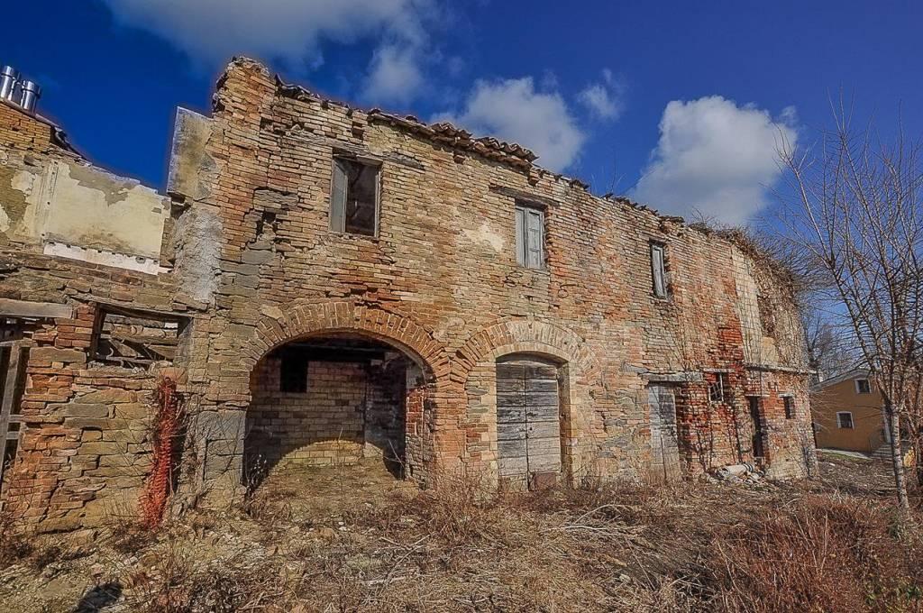 Rustico / Casale da ristrutturare in vendita Rif. 6098698