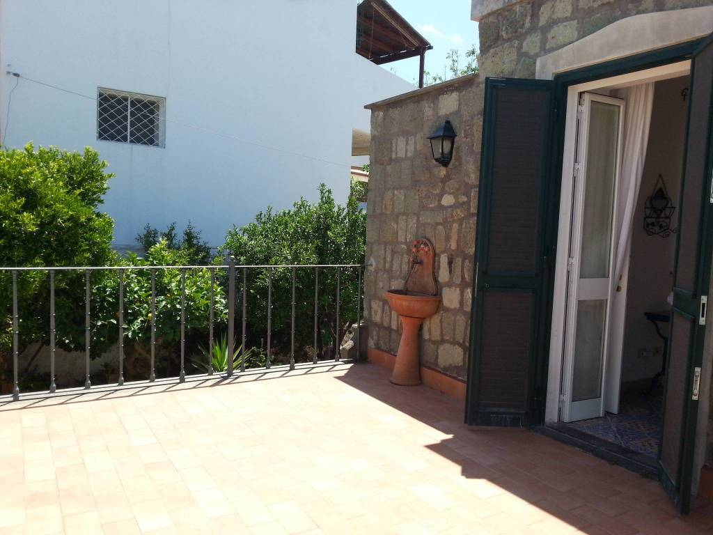 Appartamento in ottime condizioni arredato in vendita Rif. 7807962