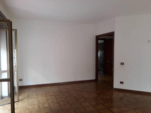 Appartamento in buone condizioni in affitto Rif. 6098644