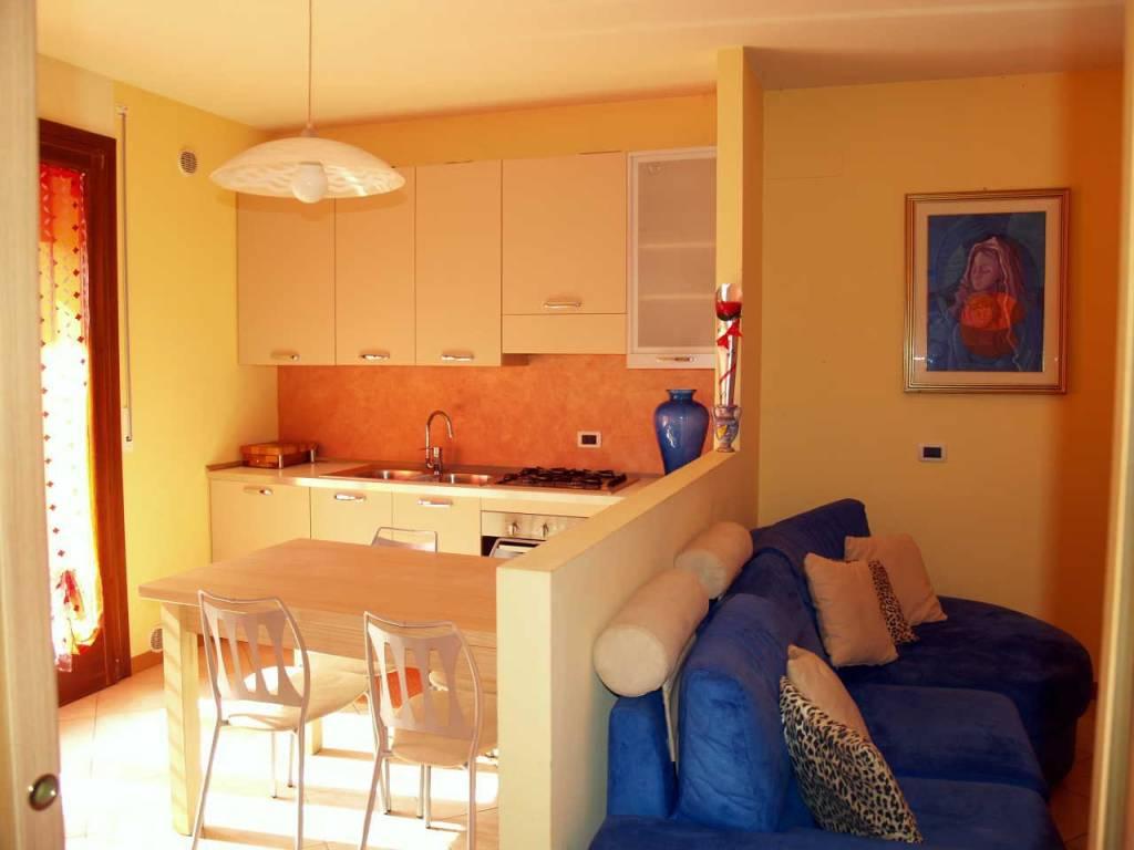 Appartamento in buone condizioni arredato in vendita Rif. 7125527
