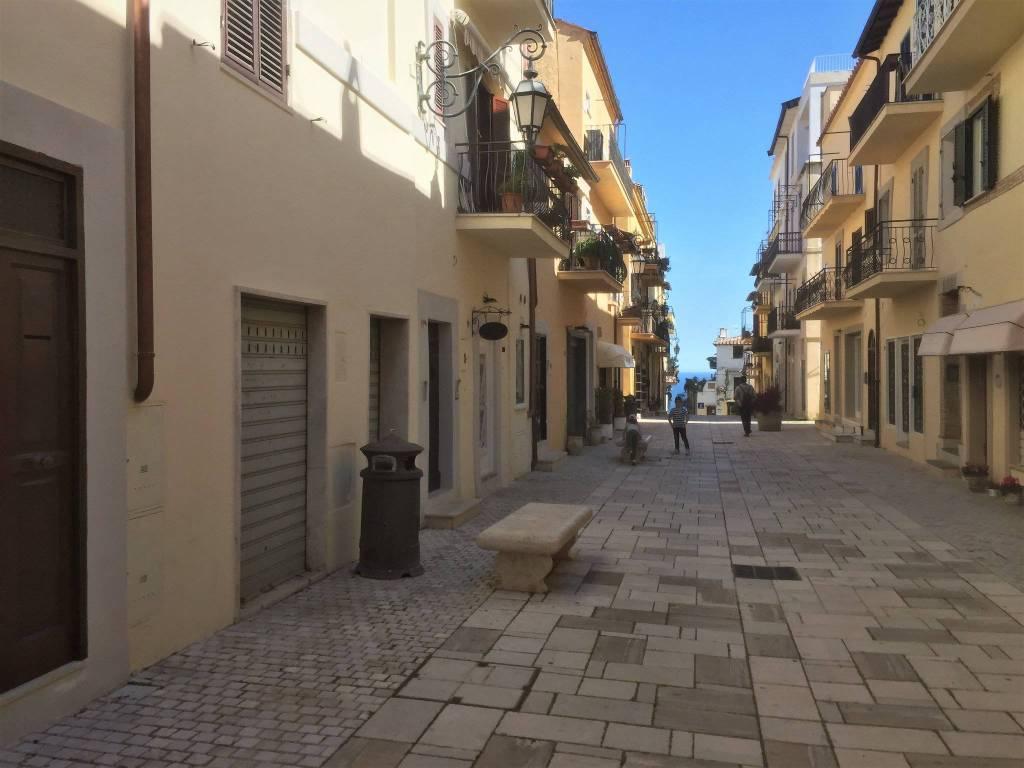 San Felice Circeo, Centro Storico, negozio corso principale. Rif. 6127239