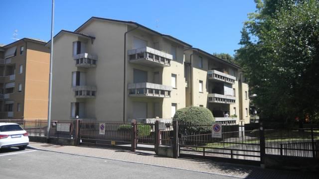 Appartamento in buone condizioni in affitto Rif. 6128426