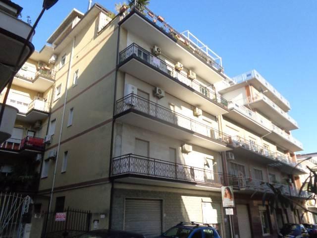 Appartamento in vendita a Siderno, 4 locali, prezzo € 80.000 | CambioCasa.it