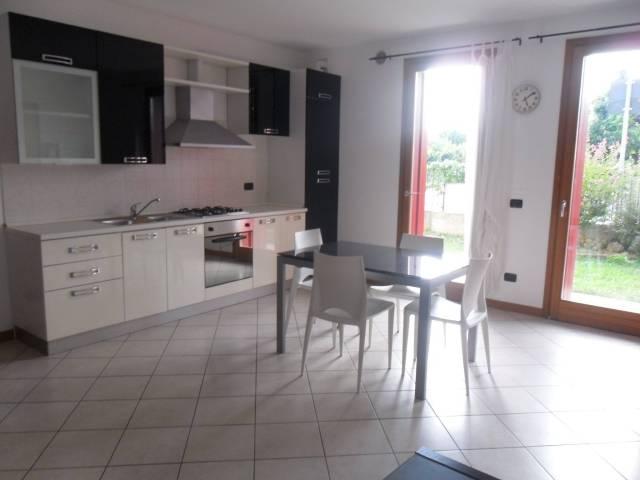 Appartamento in ottime condizioni arredato in affitto Rif. 6125956