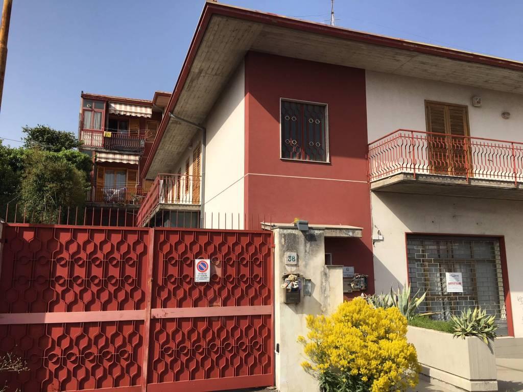 Appartamento in buone condizioni in vendita Rif. 6126728